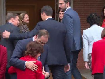Dimisión de un ministro, otro en entredicho... y el presidente encerrado en Moncloa