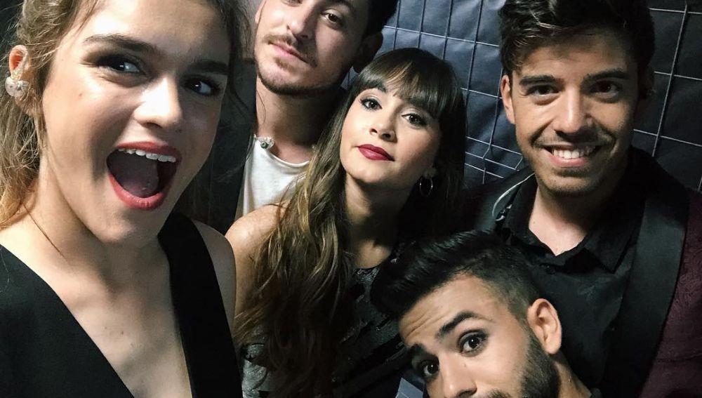 Roi junto a Amaia, Cepeda, Aitana y Agoney
