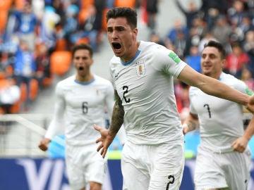 Giménez celebra un gol con Uruguay