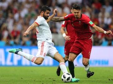 Diego Costa, en una acción ante Portugal