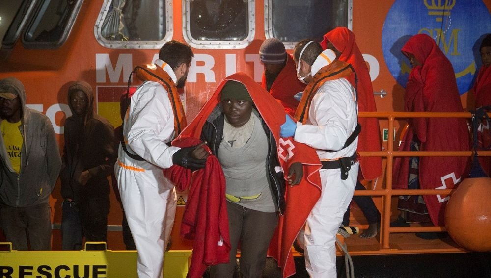 Inmigrantes rescatados cerca de una playa de Almuñécar