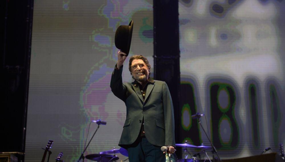 El cantante y compositor Joaquín Sabina durante el concierto