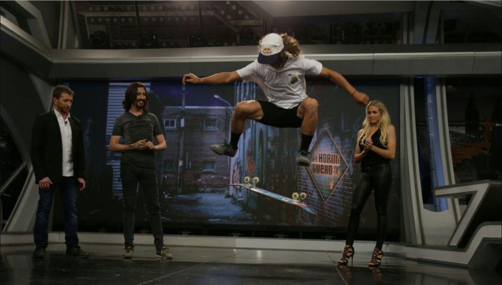Marron mezcla ciencia y deporte en 'El Hormiguero 3.0' con un auténtico crack del skate