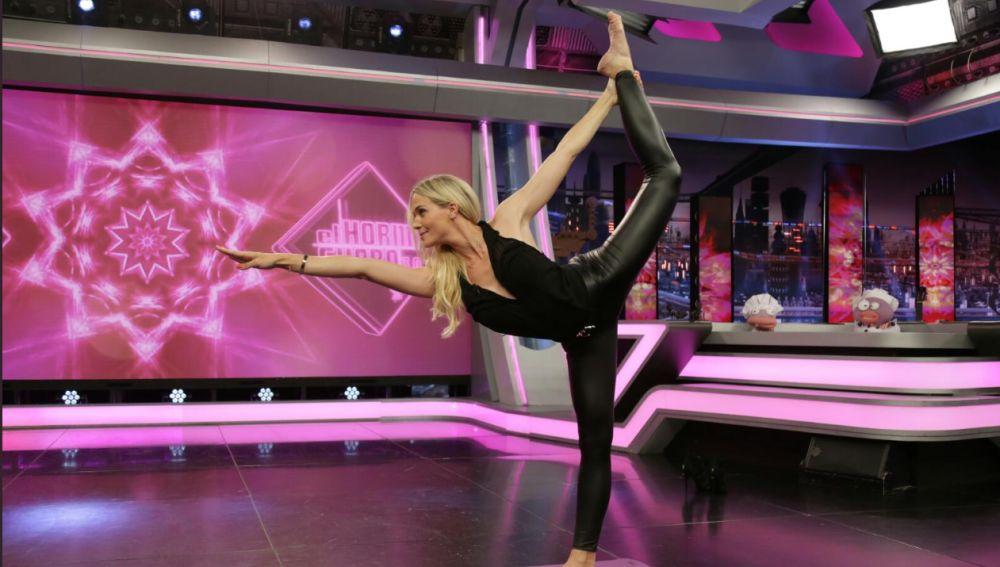 Patricia Montero sorprende a Pablo Motos con una espectacular postura de Bikram Yoga en 'El Hormiguero 3.0'