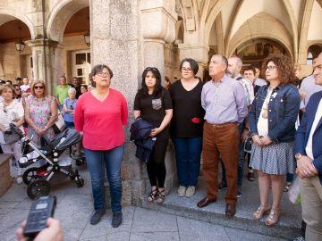 Minuto de silencio por la mujer asesinada en O Porriño (Pontevedra)