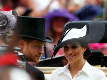 El príncipe Enrique y Meghan asisten por primera vez juntos a las carreras de caballos de Ascot