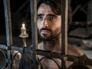 Arnau, arrepentido de la lujuria y la perdición que siente por Aledis