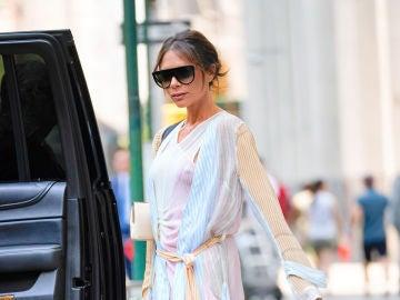Victoria Beckham saca a la calle la nueva tendencia urbana después del pijama
