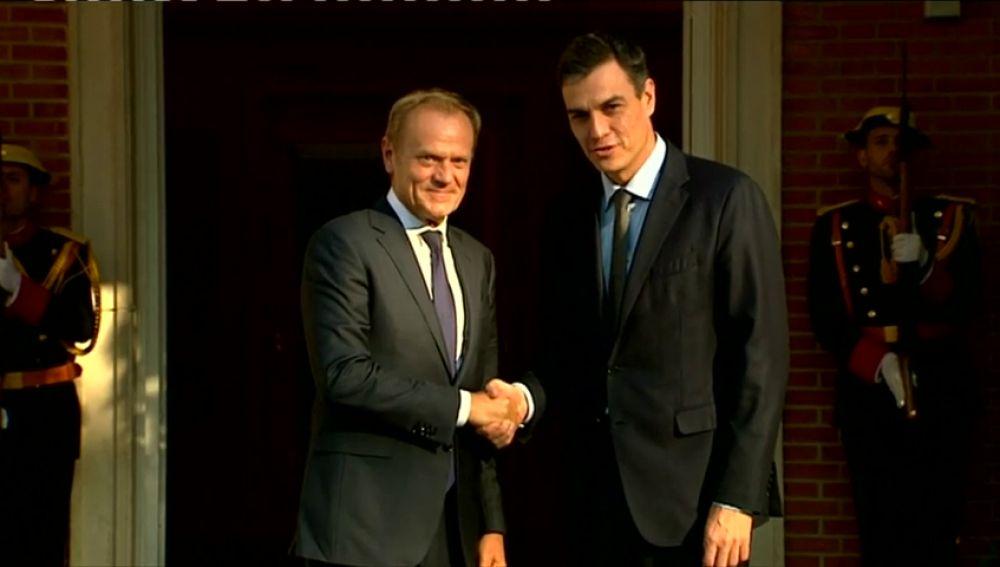 Sánchez analiza con Tusk en Moncloa el problema migratorio de la UE