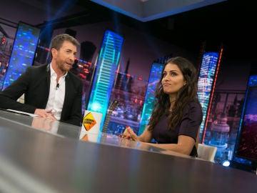 """La actriz Hiba Abouk le enseña a Pablo Motos una frase en árabe: """"Me gusta mucho 'El Hormiguero 3.0'"""""""