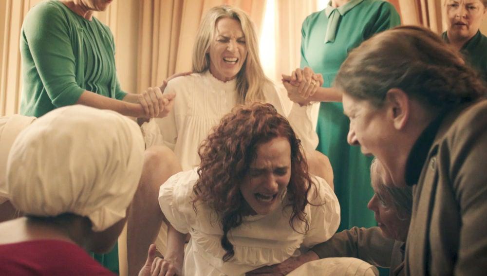 El cruel momento en el que a Janine le arrebatan a su hija recién nacida
