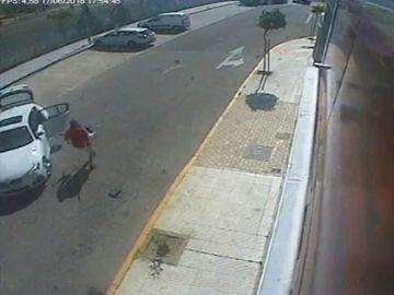 Las imágenes de un robo en una tienda de cámaras y drones
