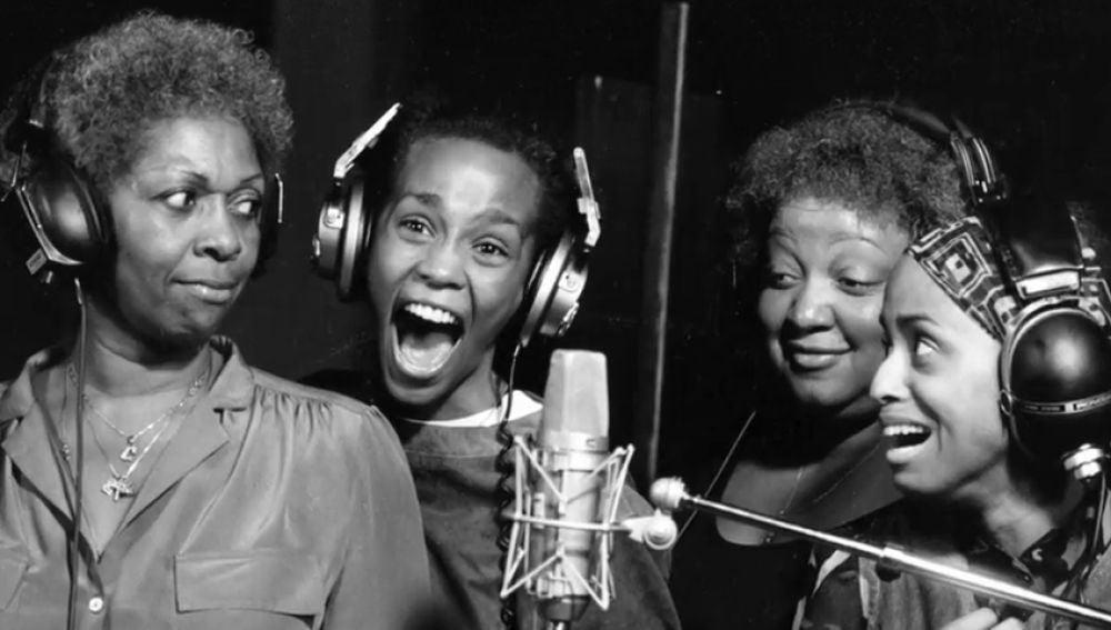 Un documental revela que Whitney Houston sufrió abusos de pequeña