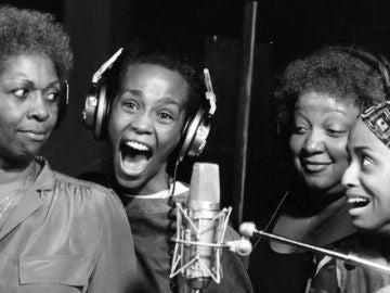 Un documental revela que Whitney Houston sufrió abusos de pequeña