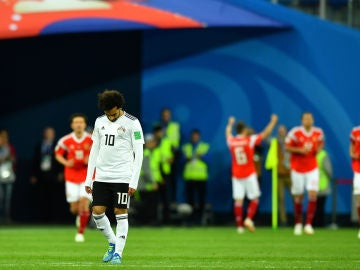 Salah, cabizbajo tras un gol de Rusia