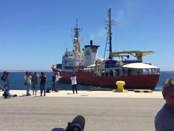 El Aquarius parte ya a aguas entre Libia y Sicilia
