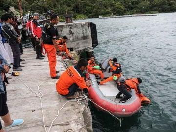 Miembros del servicio de rescate