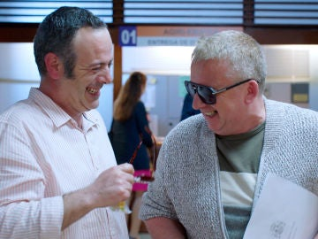 El desternillante ataque de risa de Iker Galartza y Óscar Terol en la grabación de 'Allí Abajo'