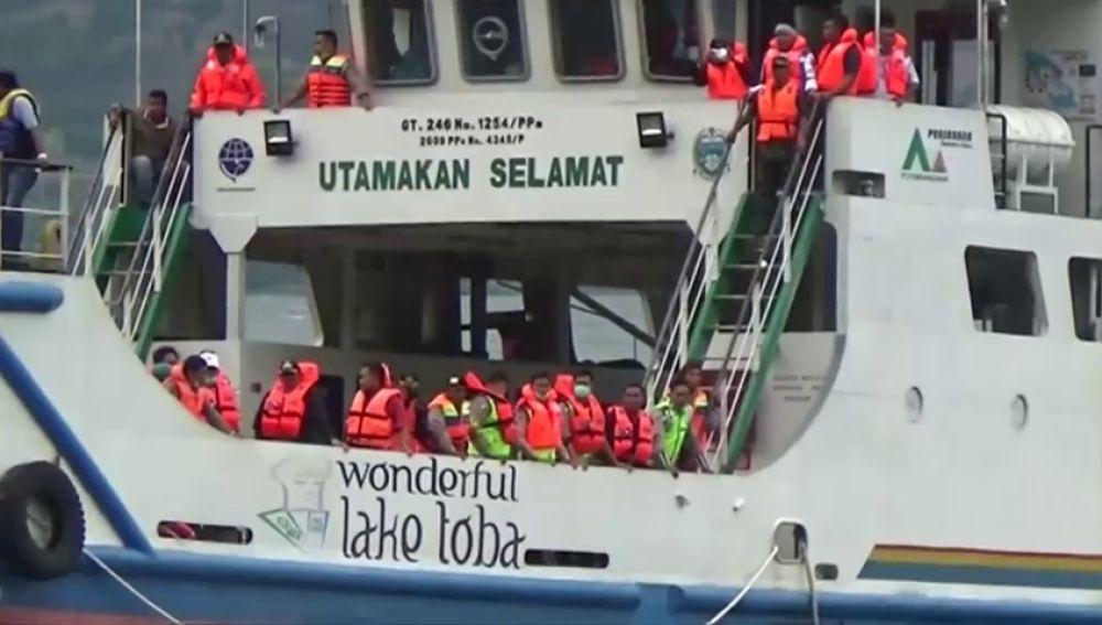 Tres muertos y 186 desaparecidos en un naufragio en Sumatra (Indonesia)