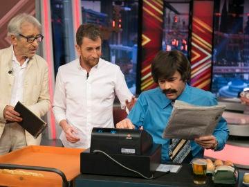 'El Hormiguero 3.0' vuelve al año 75 con José Sacristán, ¿cuántas cosas se pueden comprar con 166 pesetas?