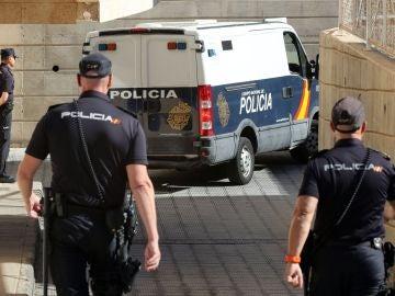 El furgón que traslada a los detenidos de Gran Canaria