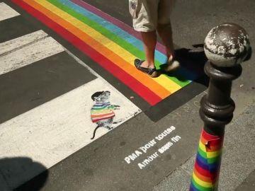 París pinta de colores sus pasos de cebra