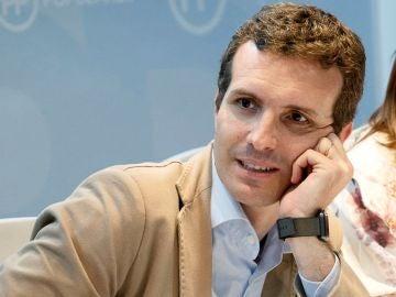 Pablo Casado en una reunión con militantes del PP