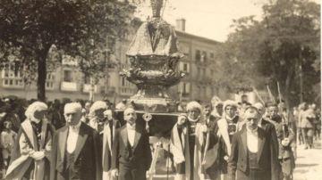 San Fermín de procesión por Pamplona.