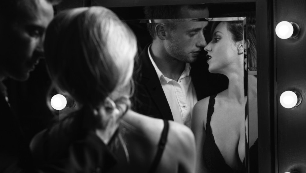 Sexo frente al espejo