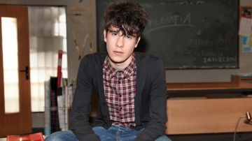 Javier Calvo es Fer en 'Física o Química'