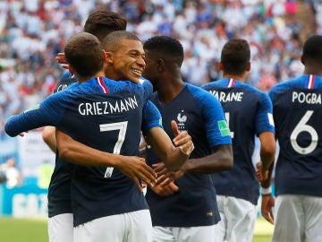 Los jugadores franceses celebran un gol ante Argentina
