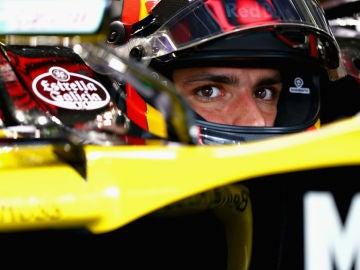 Carlos Sainz, en su cockpit