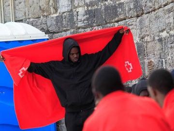Un grupo de migrantes en Tarifa