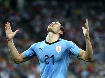 Cavani celebra un gol con Uruguay