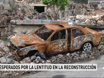 Los vecinos de Tui afectados por la explosión visitan sus casas, un mes después, sin haber recibido aún las ayudas para la reconstrucción