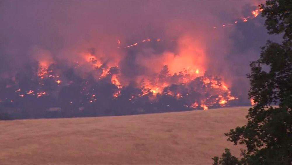 Incendios forestales fuerzan las evacuaciones en el norte de California