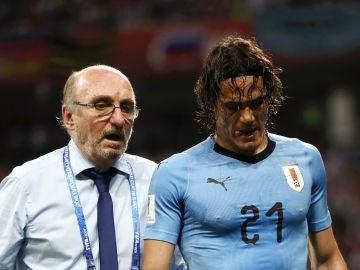 Cavani se retira lesionado del partido con Uruguay