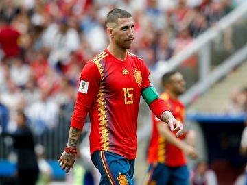 Sergio Ramos, con gesto contrariado en el partido de la selección española
