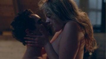 Defred desata su pasión en un encuentro sexual prohibido