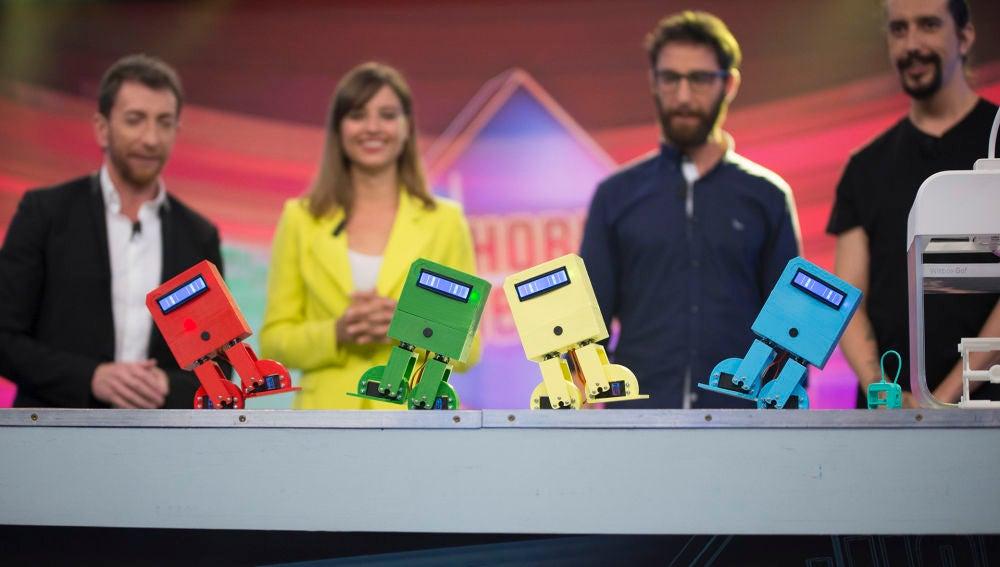 Michelle Jenner y Dani Rovira alucinan con los robots bailongos de 'El Hormiguero 3.0'