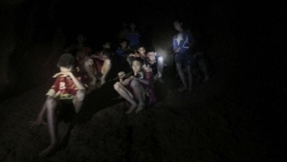 Los 13 atrapados en cueva de Tailandia
