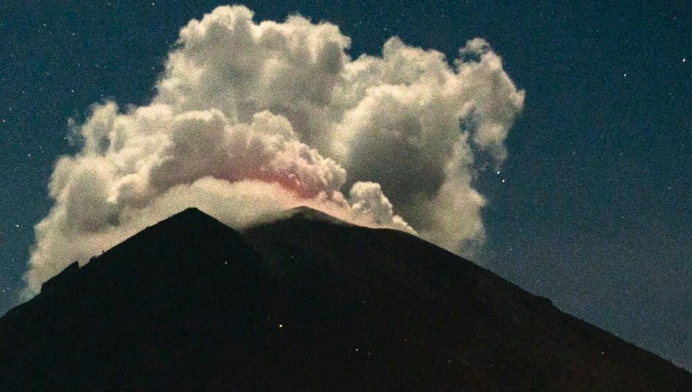 Erupción del volcán Monte Agung en Bali