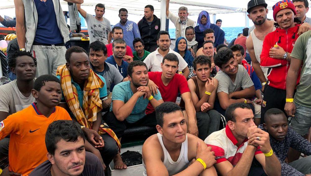 Inmigrantes en el barco de Proactiva Open Arms