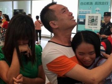 El reencuentro de la joven china con su familia biológica 13 años después de desaparecer