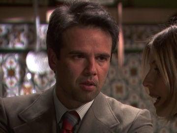 Carmelo pide explicaciones a Adela por los anónimos