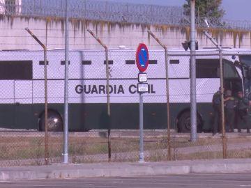 Sale de la cárcel de Valdemoro (Madrid) el convoy que traslada a Catalunya a presos independentistas