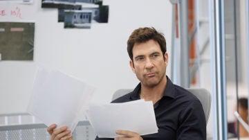 Dylan McDermott es el agente Jack Larsen
