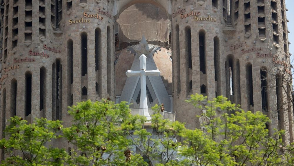 La Creu Gloriosa, una cruz gigante que mide 7.5 metros de altura y pesa 18 toneladas