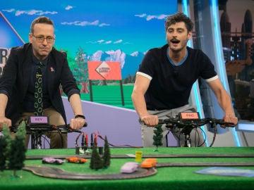 """Marron juega al """"scalextric a pedales"""" con Joaquín Reyes y Antonio Pagudo"""