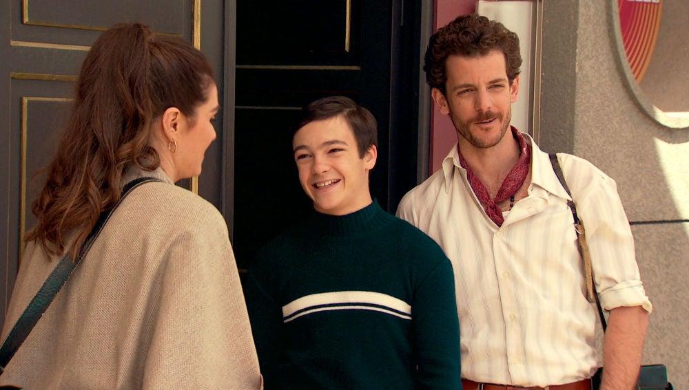 Víctor aprueba la relación de su madre con Javier